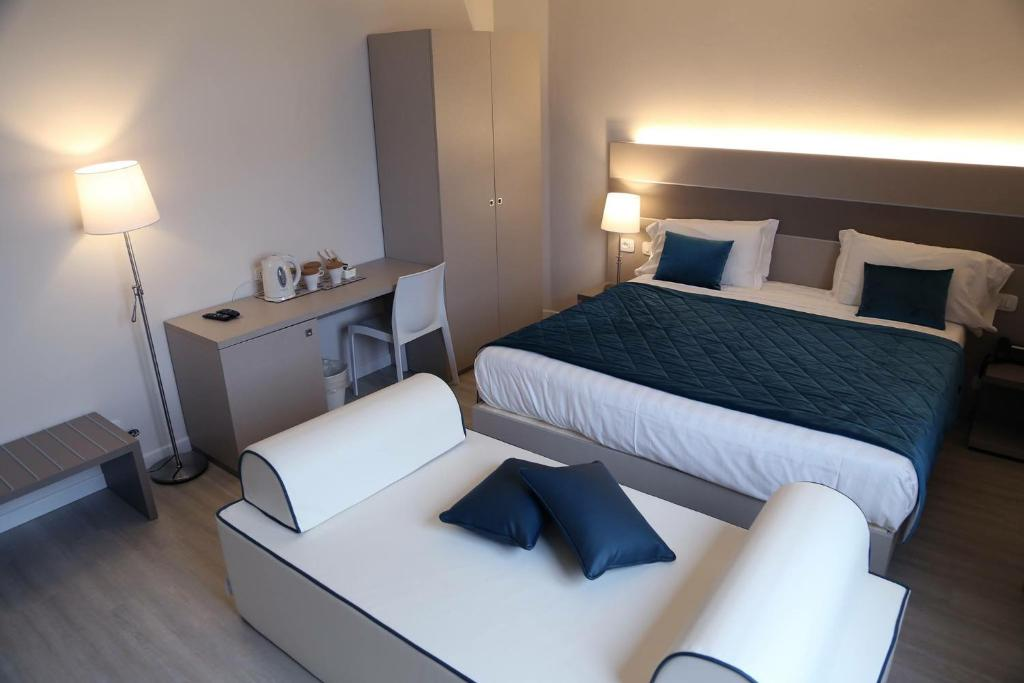 A bed or beds in a room at Hotel Glis