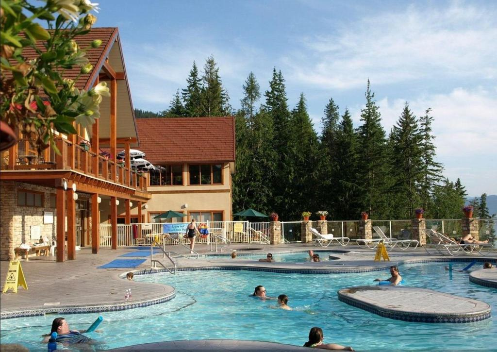 The swimming pool at or near Halcyon Hot Springs Village and Spa