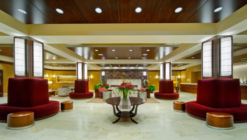 The lobby or reception area at Northern Hotel