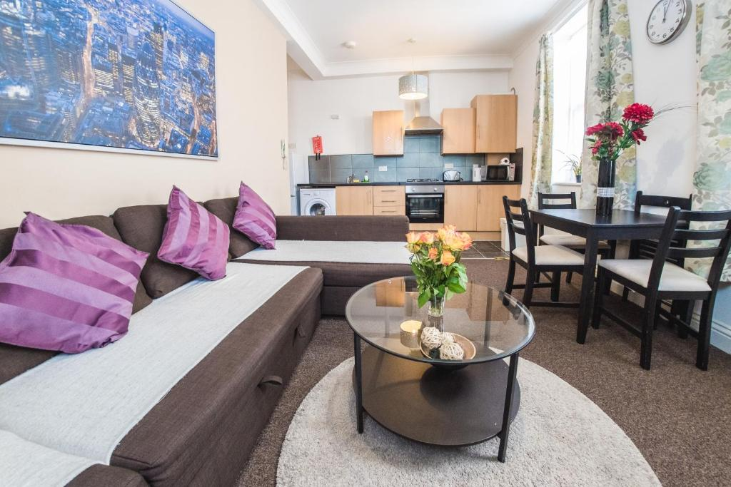 A seating area at Ilford Central Luxury Apartments