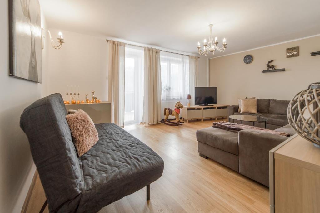 A seating area at Apartament Przy Lesie