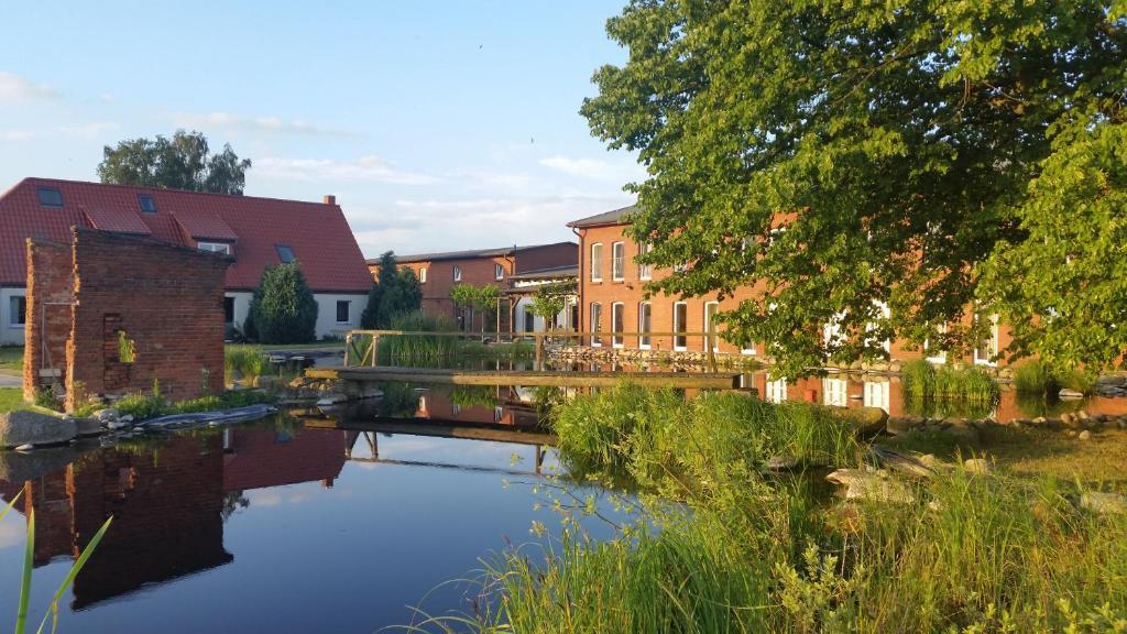 The swimming pool at or near Landhotel kreien