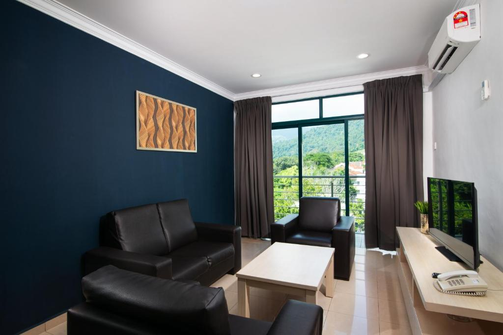 A seating area at Golden View Serviced Apartments