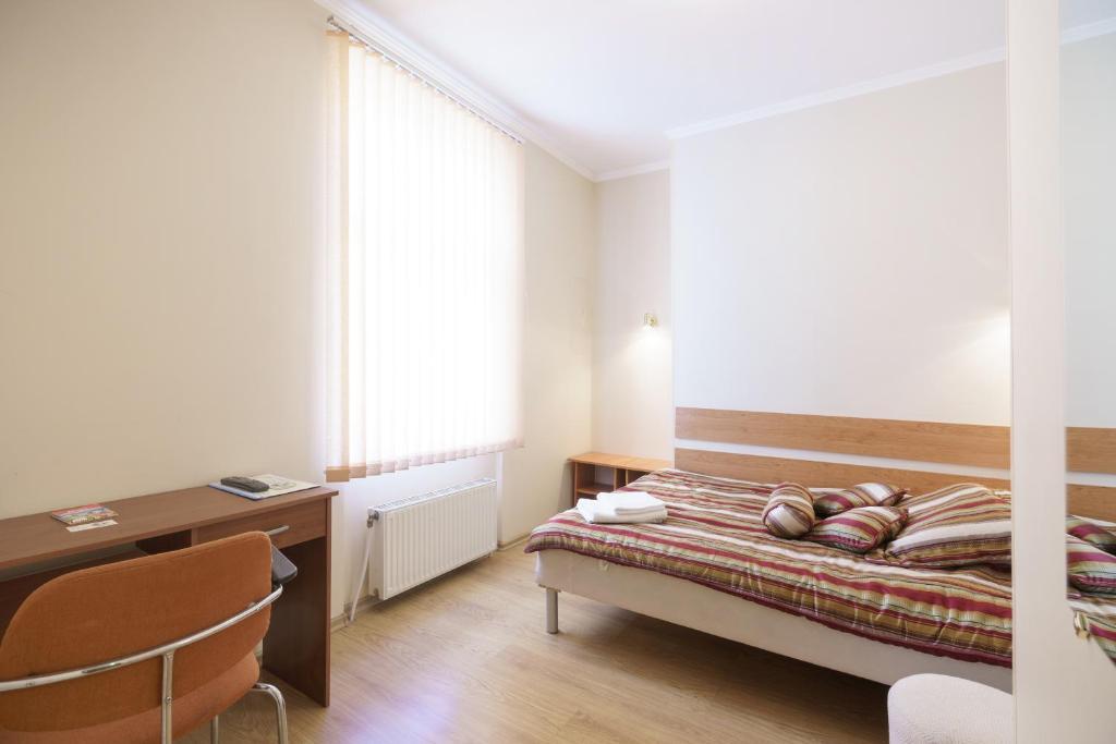 Lova arba lovos apgyvendinimo įstaigoje Knights Court