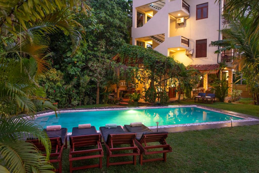 The swimming pool at or near Hotel Finlanka