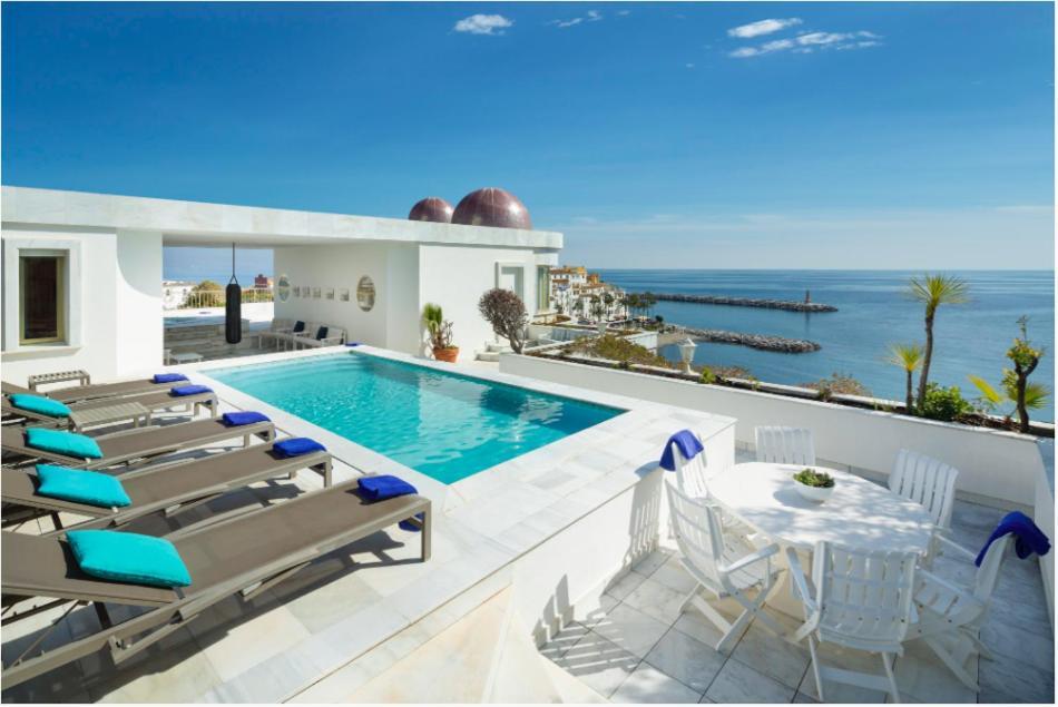 Het zwembad bij of vlak bij Sky Villa