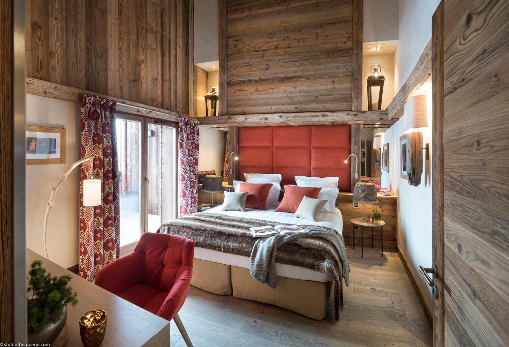 سرير أو أسرّة في غرفة في Le Cristal de Jade