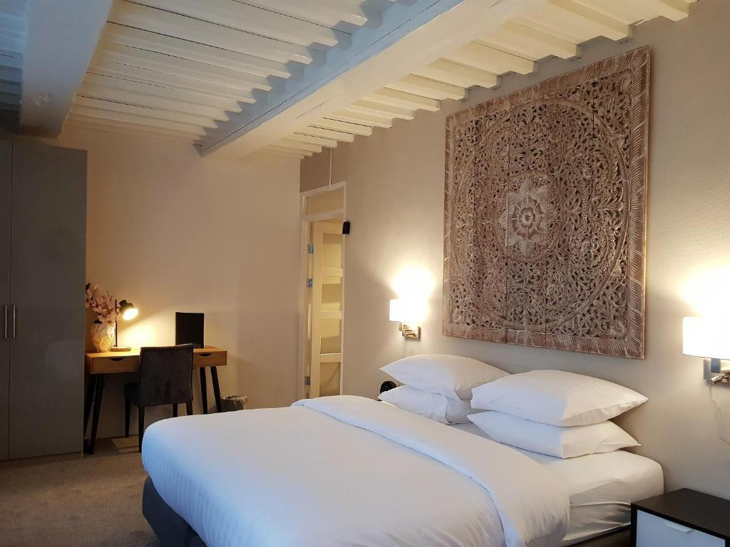 A bed or beds in a room at Hotel Grand Canal