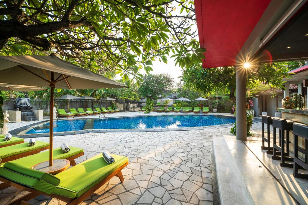 The swimming pool at or close to Kuta Seaview Boutique Resorts
