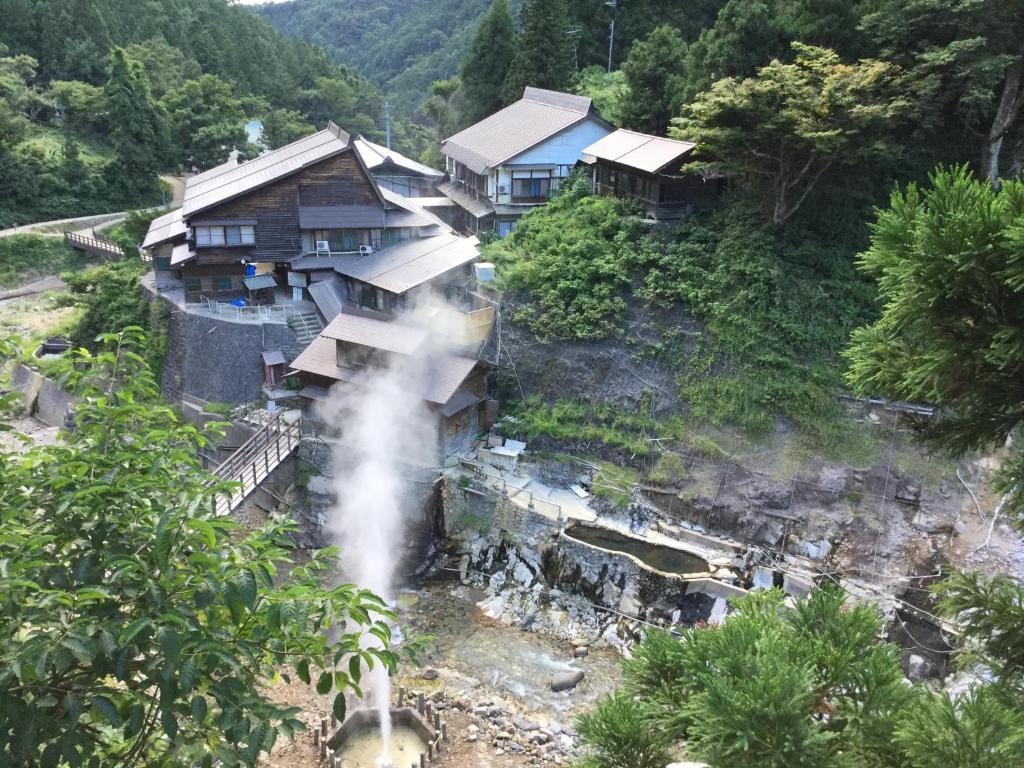 A bird's-eye view of Jigokudani Onsen Korakukan