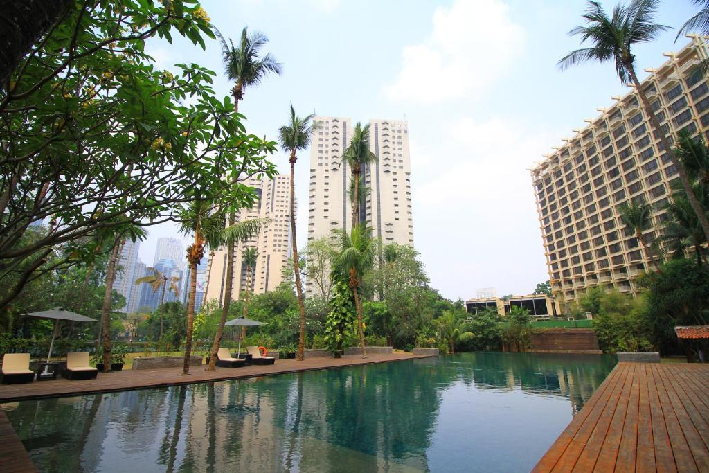 The swimming pool at or near The Sultan Hotel Jakarta