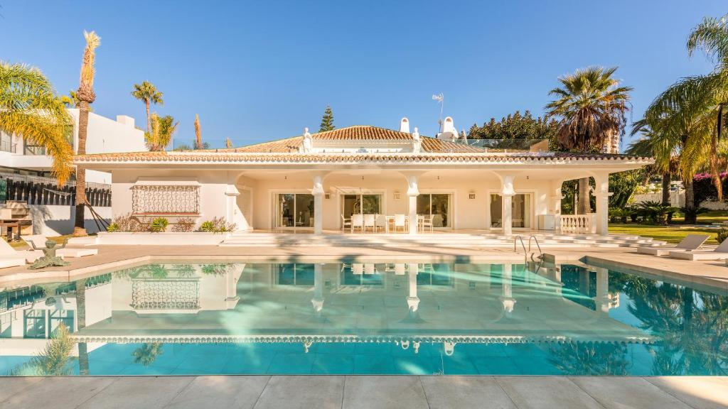 6 Bedrooms Luxury Villa Camilla, Marbella, Spain - Booking.com
