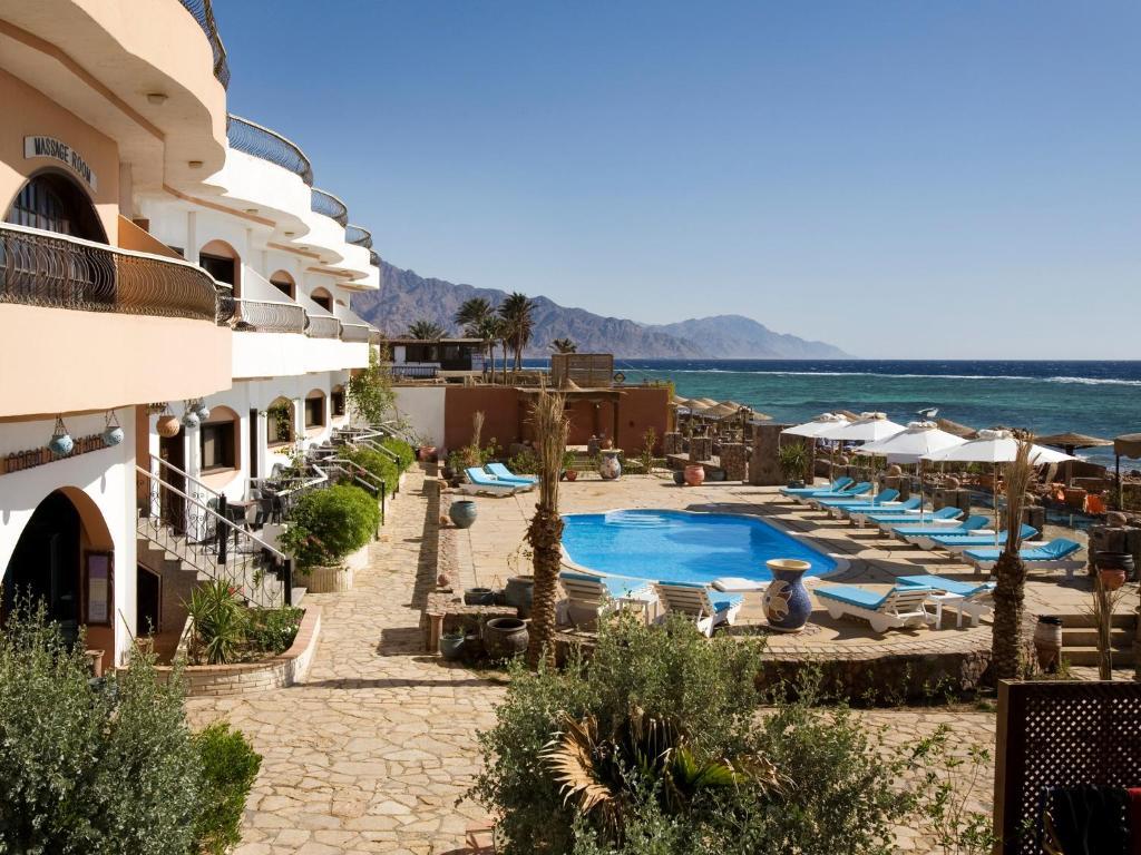 נוף של הבריכה ב-Coral Coast Hotel או בסביבה