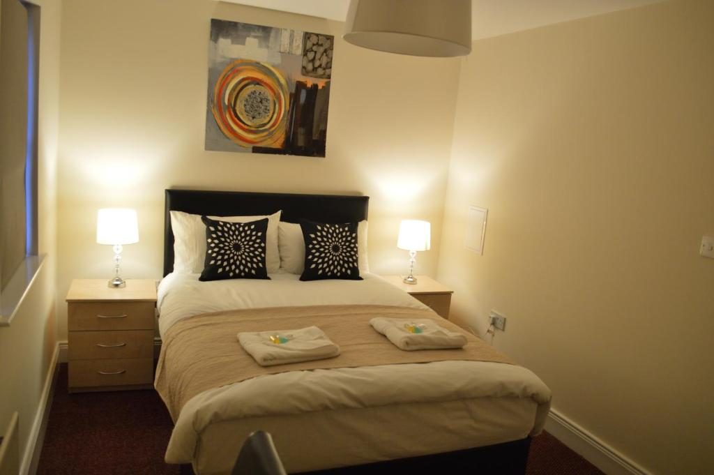 A bed or beds in a room at The Townhouse Newcastle