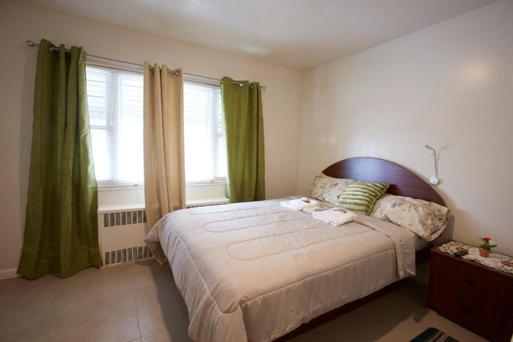 A bed or beds in a room at STUDIO&ONE BEDROOM APARTMENTS