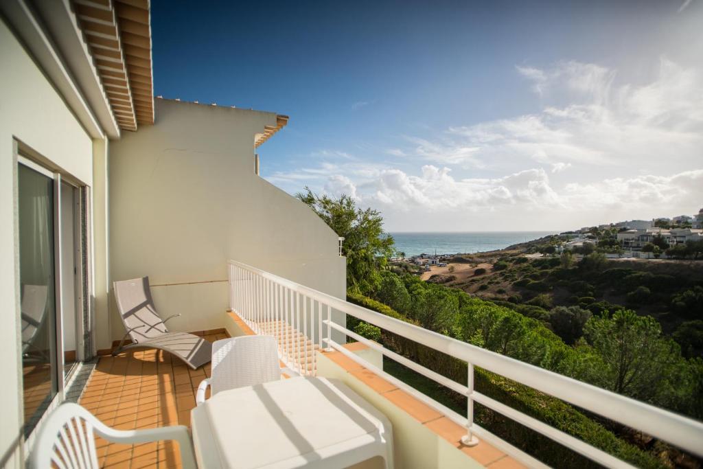 Uma varanda ou terraço em Porto do Mos Bright Studio close to the Beach