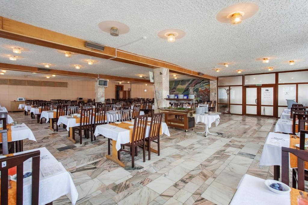 A restaurant or other place to eat at Lermontov Health Resort