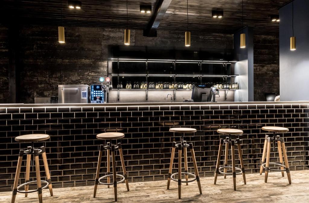 Area lounge atau bar di The Barn
