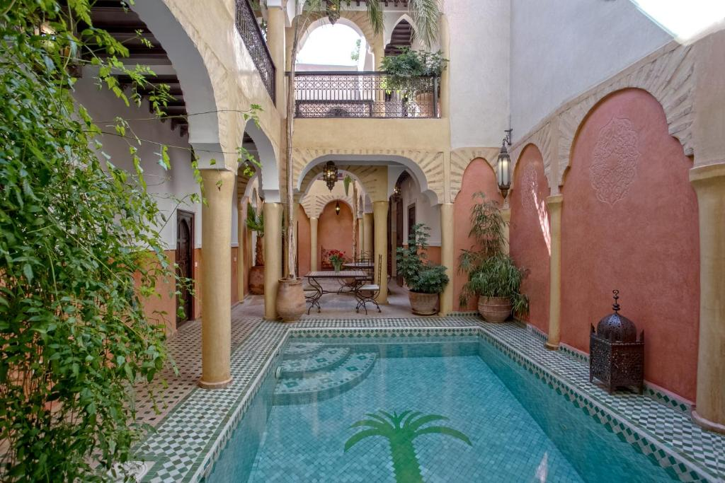 Der Swimmingpool an oder in der Nähe von Riad Itrane