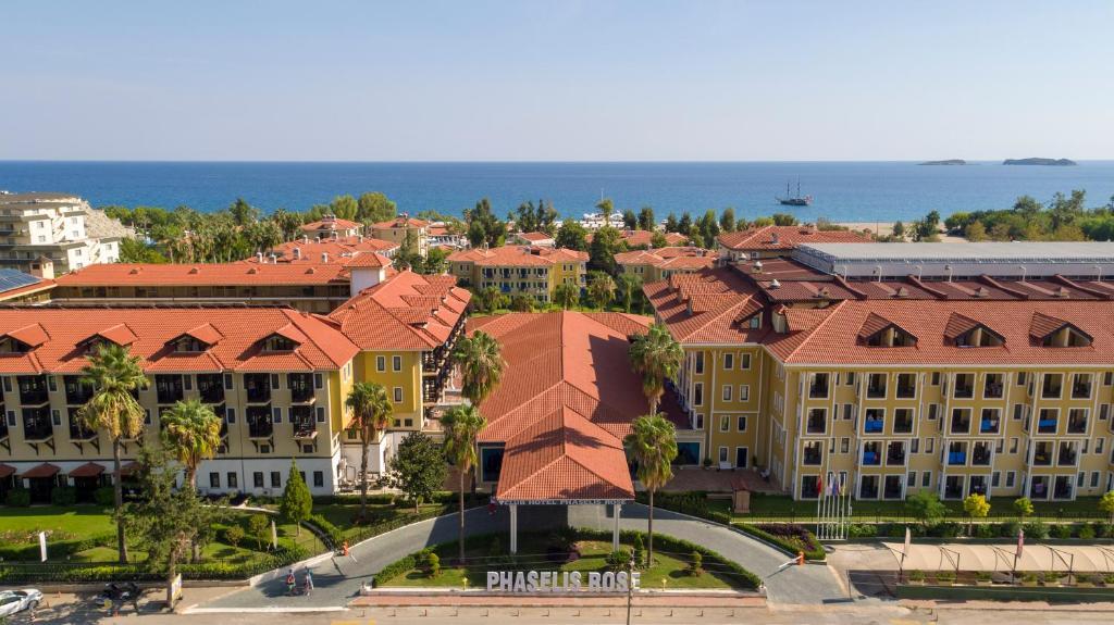 Een luchtfoto van Club Hotel Phaselis Rose