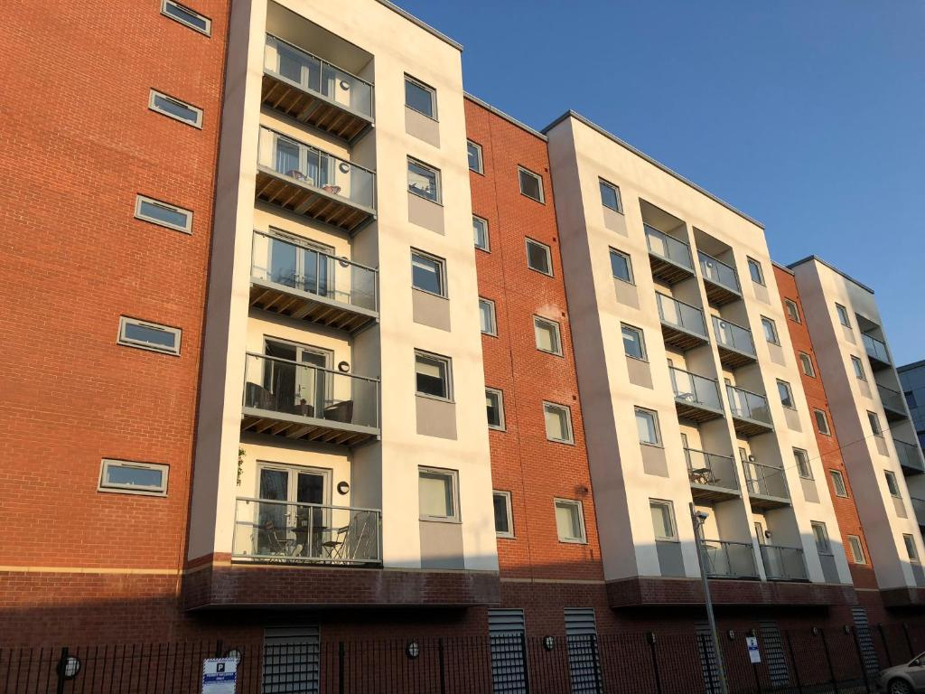 Spacious 2 Bedroom Apartment In Salford Quays Manchester