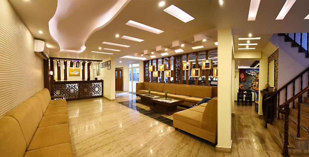 The lobby or reception area at Hotel Jampa