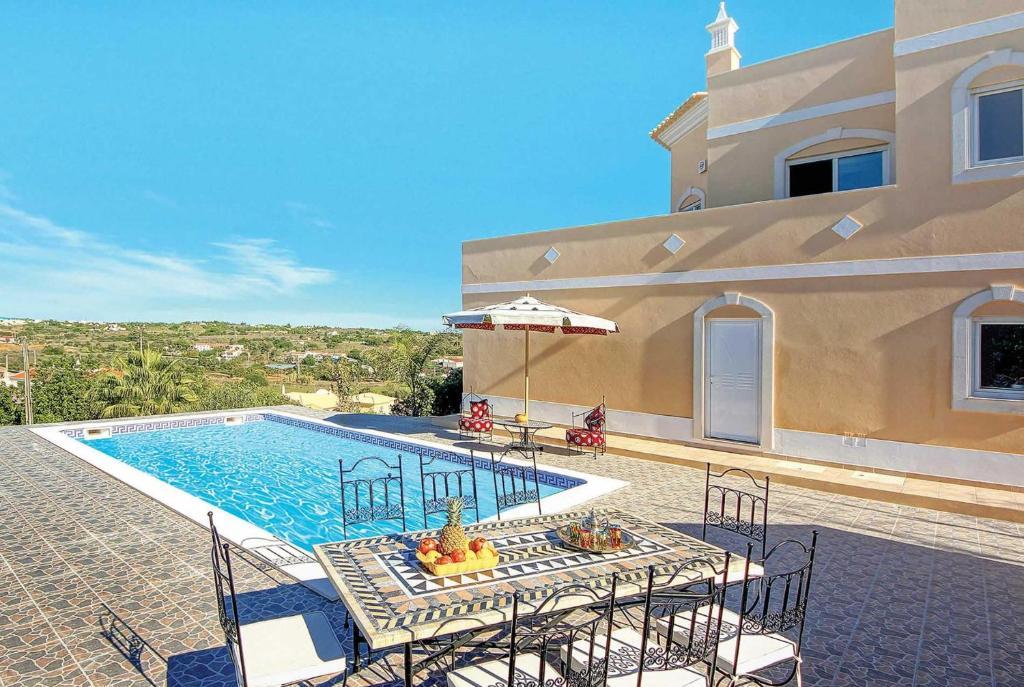 The swimming pool at or near Salgados Villa Sleeps 6 Air Con WiFi