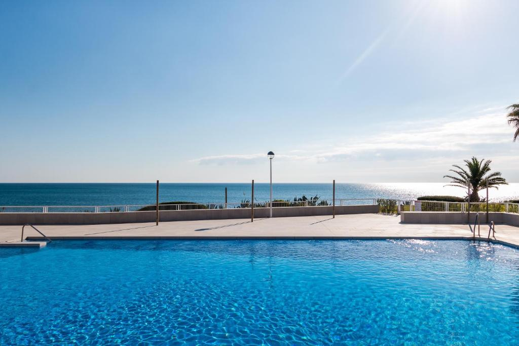 The swimming pool at or close to Lovely duplex on the beach