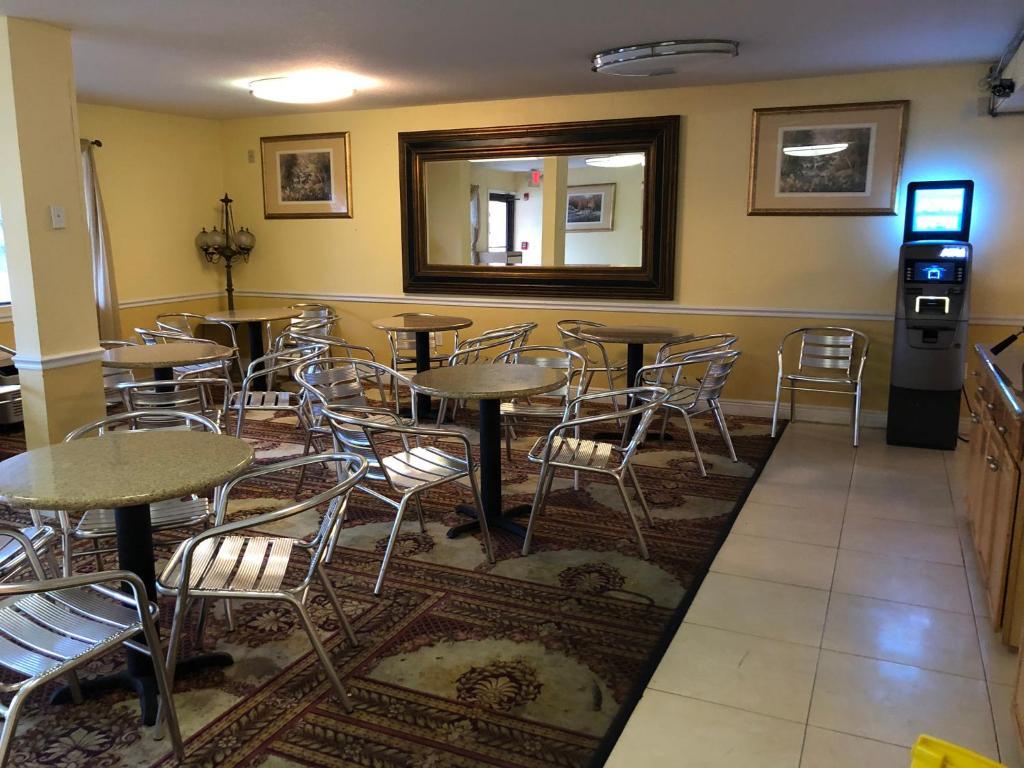 Executive Garden Titusville Hotel
