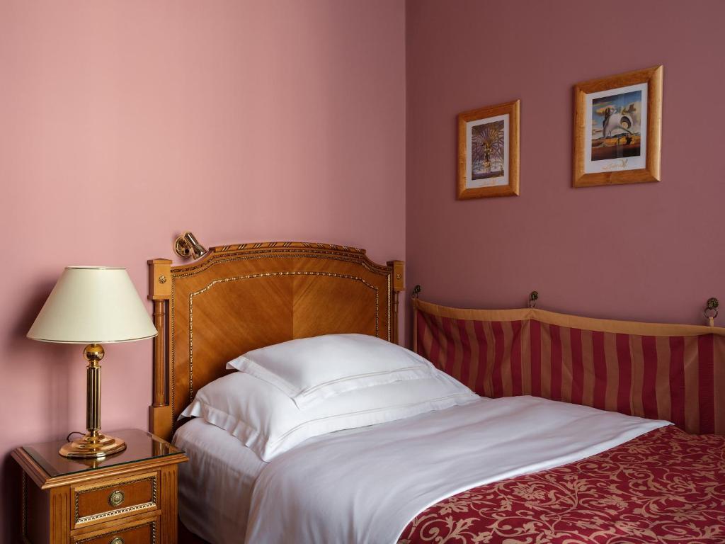 Кровать или кровати в номере Отель Националь, The Luxury Collection, Москва