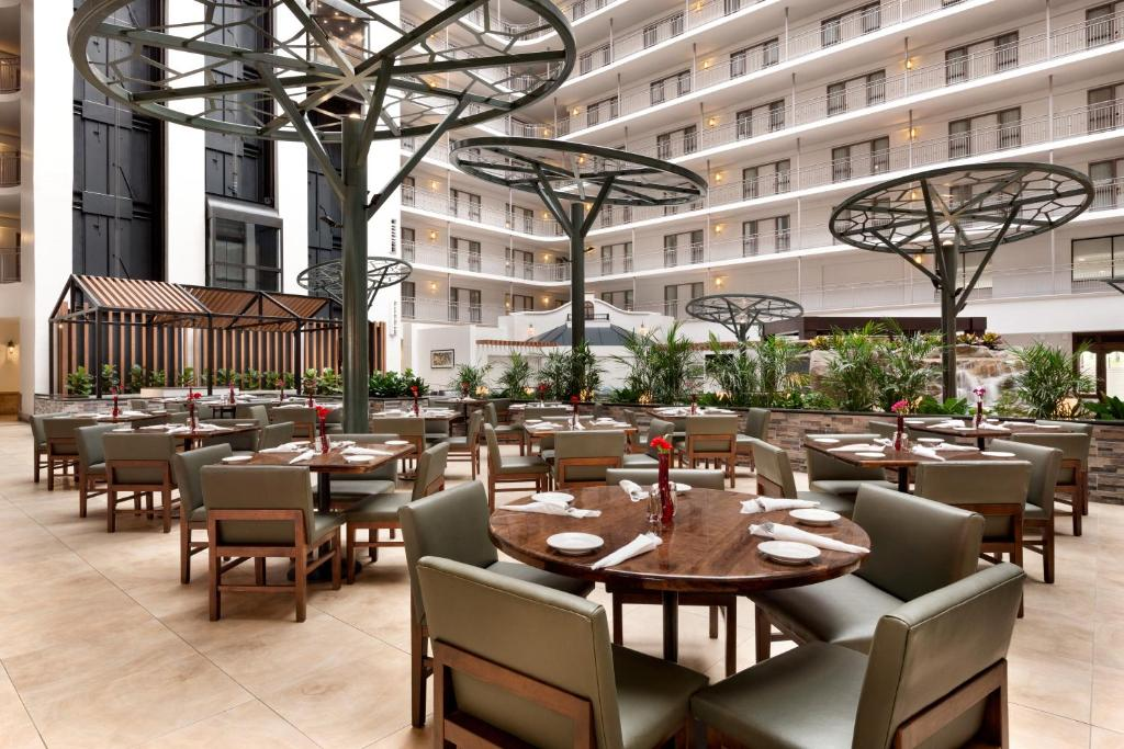 Hotel Embassy Dallas Ft Worth S Irving Tx Booking Com