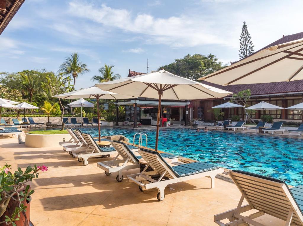 The swimming pool at or near Grand Istana Rama Hotel