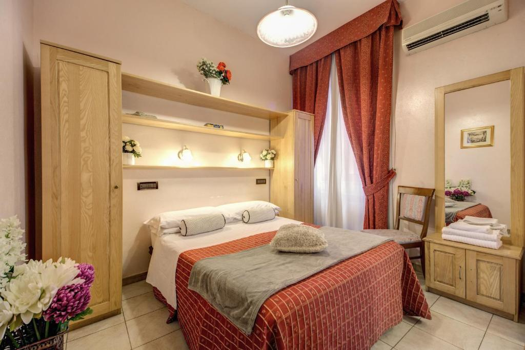 A bed or beds in a room at Hotel Espana