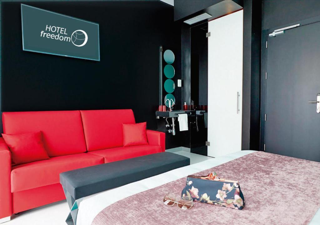 Giường trong phòng chung tại Hotel Freedom
