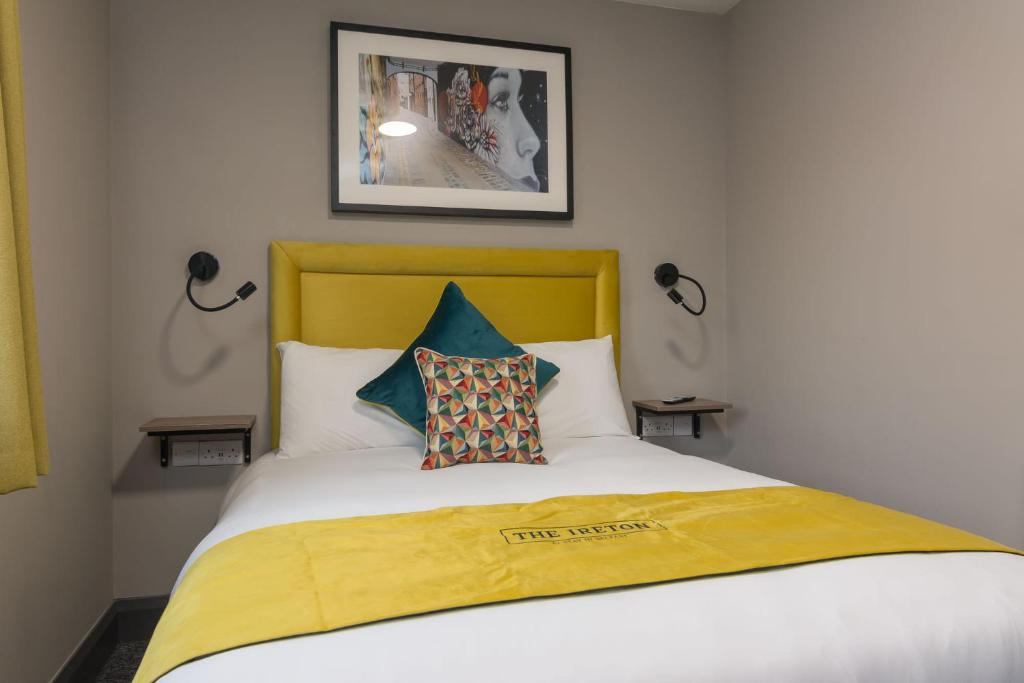 A bed or beds in a room at The Ireton by Stay in Belfast