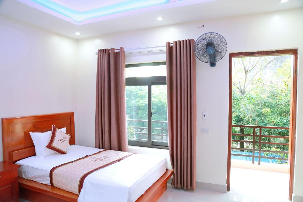 A bed or beds in a room at Tam Coc Legend Hotel