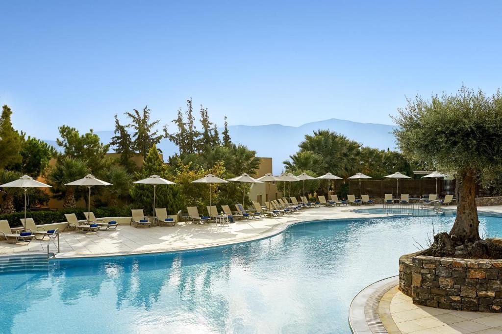 Het zwembad bij of vlak bij Village Heights Golf Resort