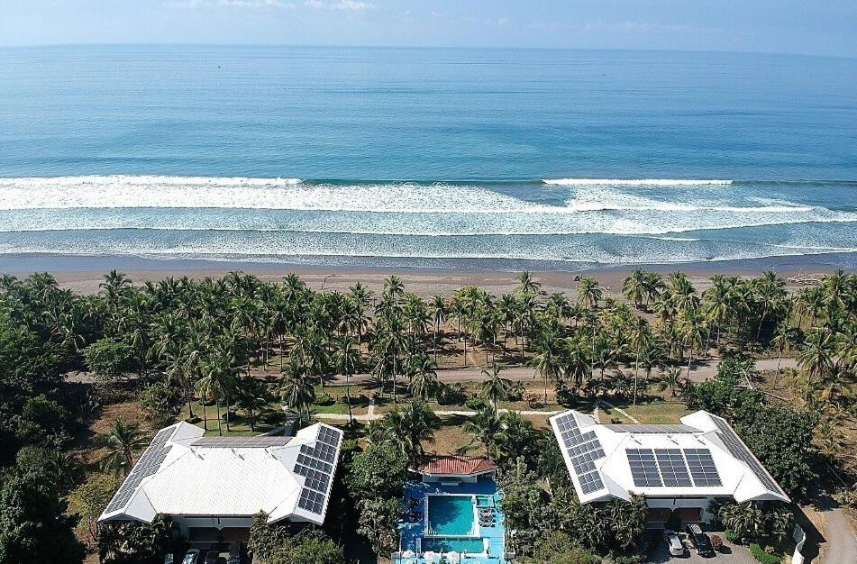 A bird's-eye view of Cocomar Beachfront Hotel