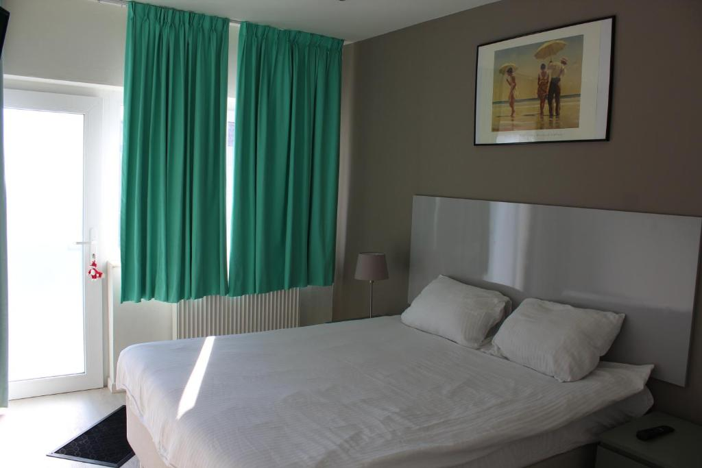 A bed or beds in a room at Logie Rotem
