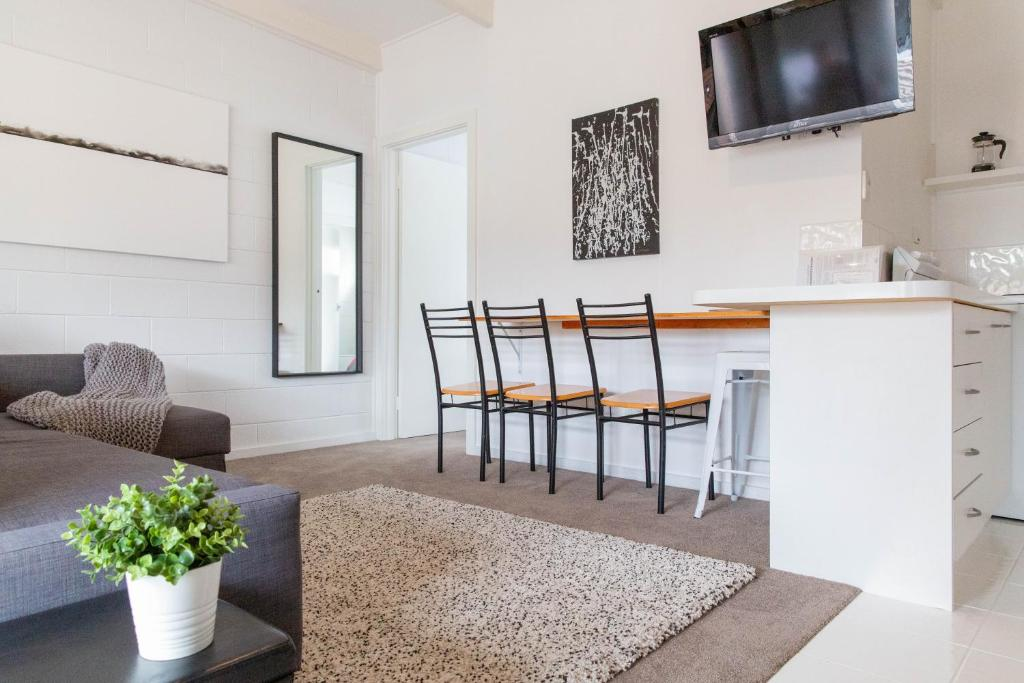 A seating area at Prom Coast Apartments