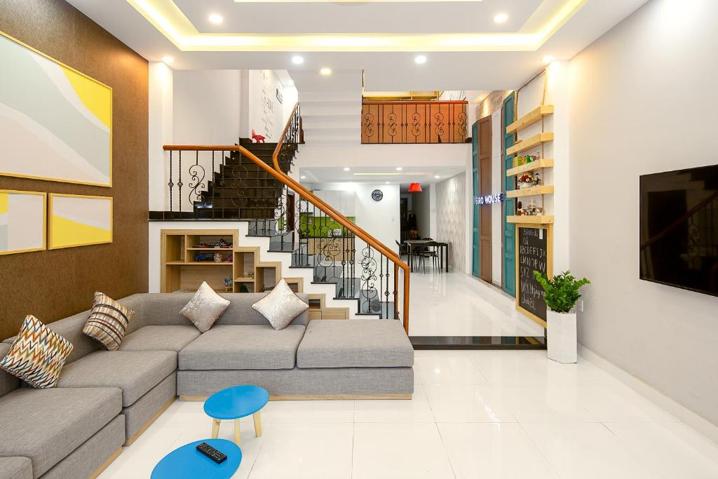 The lobby or reception area at Siro House Da Nang Homestay
