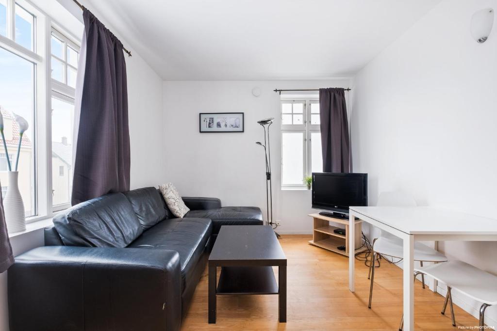 A seating area at Norwegian Housing, Solbakkeveien 12