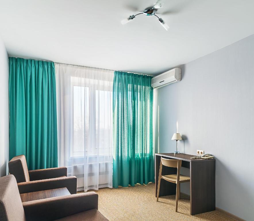 A seating area at Zvezdnaya Hotel