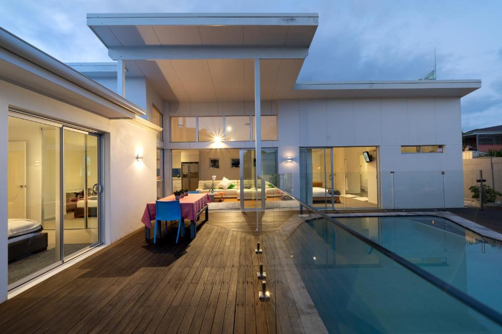 The swimming pool at or near Surfers Paradise Holiday House