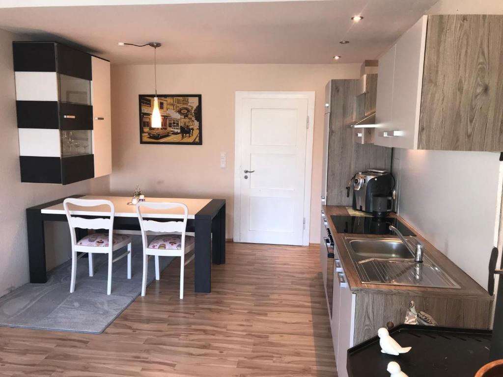 Küche/Küchenzeile in der Unterkunft Ferienwohnung Stargardt