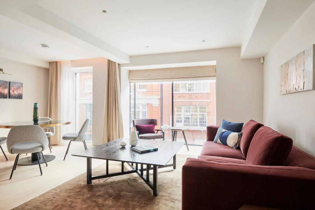 A seating area at Sonder — Maddox Suites