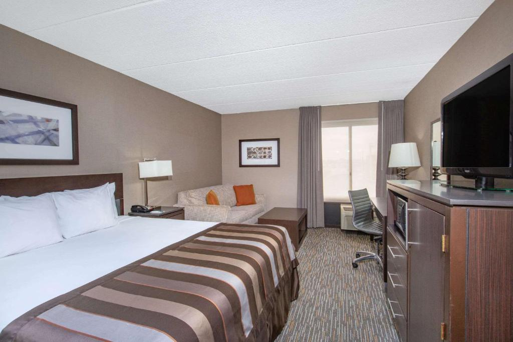 Ein Bett oder Betten in einem Zimmer der Unterkunft Wingate by Wyndham Los Angeles Airport