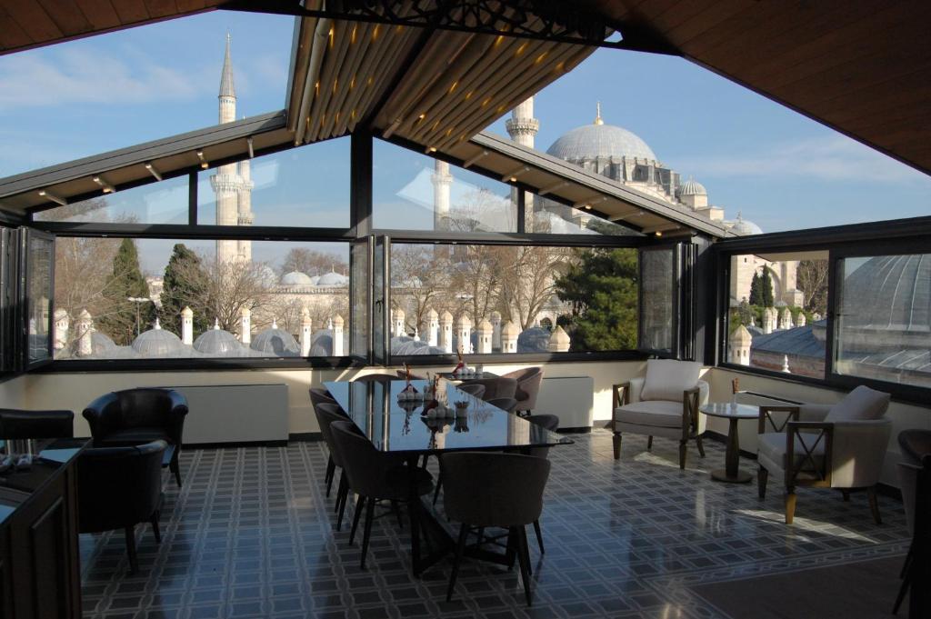 Un restaurante o sitio para comer en Burckin Suleymaniye