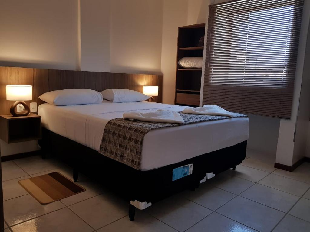 A bed or beds in a room at Mamaloo Pousada