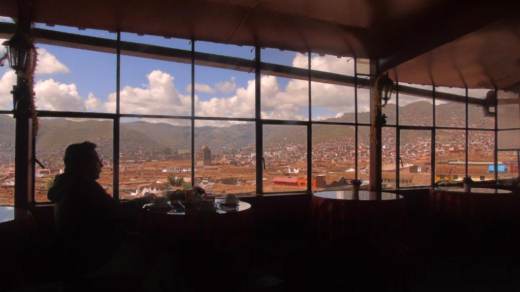 Un restaurante o sitio para comer en Hostal Tu Hogar